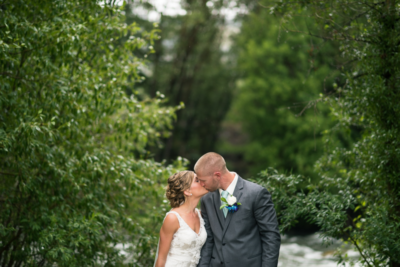 Silverthorne Wedding Photographer couple kissing