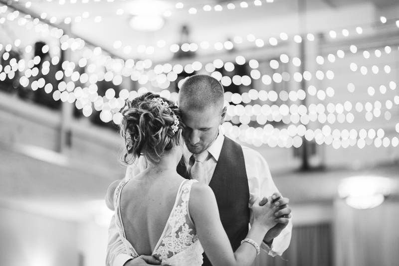 Silverthorne Wedding Photographer first dance black and white